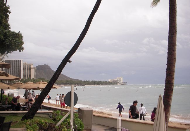 ハワイのイメージ、ワイキキビーチの最西部にあるデューク・カハナモク・ビーチ