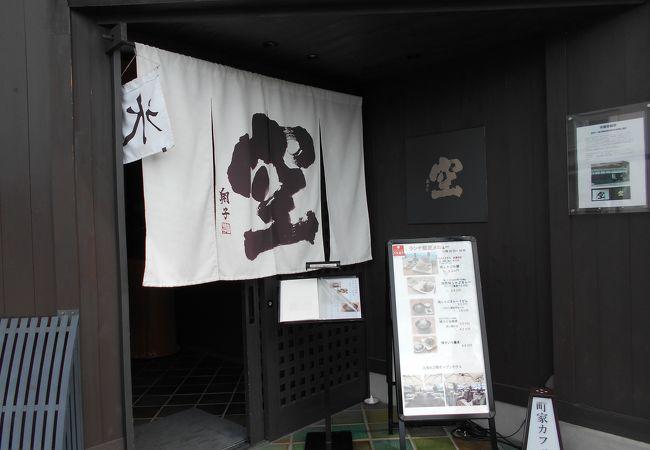 東寺慶賀門の前