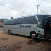 バスが到着する場所は1か所だが、発車するところは会社ごとにバラバラだ