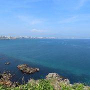 断崖絶壁だけでなく、弧を描く海岸線が素晴らしい。