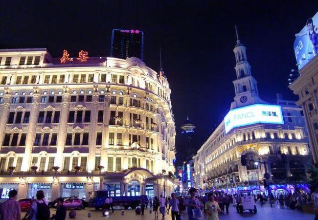 ド派手好きな中国を象徴。ネオンギラギラの「南京東路」