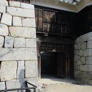 筒井門に隠れた門