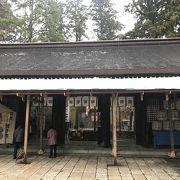 登山シーズンは峰本社に神職が駐在しています。