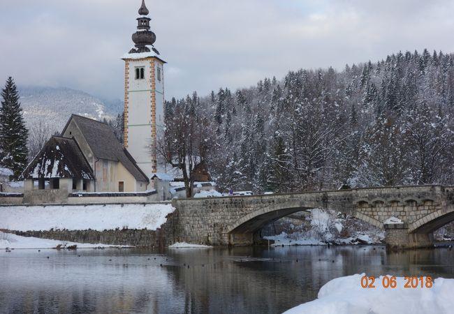 スロベニア ブレッド湖近くに観光客の少ない絶景の湖があります。ボーヒン湖 畔の広大なスキー場