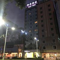 ホテルが二軒並んでいるので注意