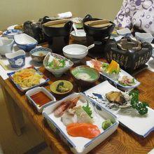夕食・テーブルいっぱいの海鮮料理