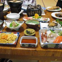夕食・平皿にたっぷりのウニ
