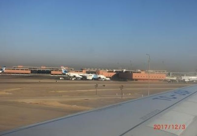 市街に近く広い空港です