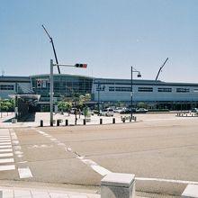 小松駅西口、遠景。