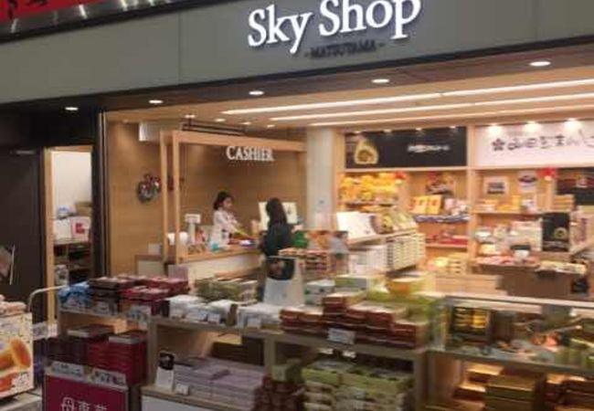 松山空港のコンパクトなお土産物屋