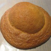 高知駅構内にあり、高知名物ぼうしパンを買いました。