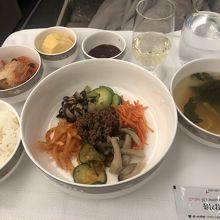 機内食は上品なお味で美味しかったです。