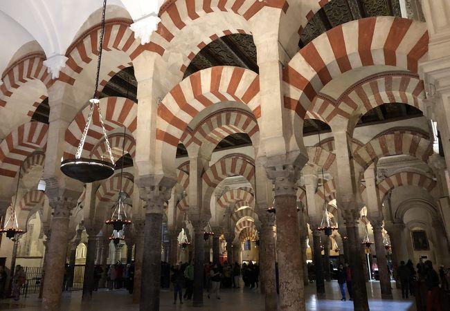 キリスト教とイスラム教の融合建築物