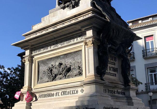 イサベル女王とコロンブスの対面像