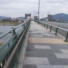 かなり大きな橋です