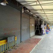 徐々に土産物屋が開店