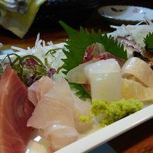 お刺身は新鮮でおいしいです。