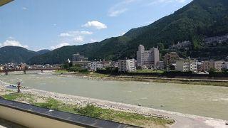 飛騨川沿いに佇む丹心の老舗宿 下呂温泉山形屋