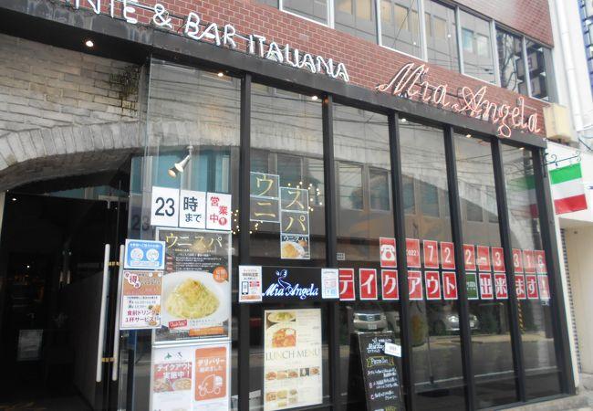 裏路地にある人気イタリアン