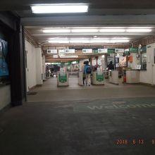 普通の駅の改札口