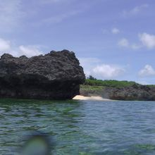 島沖浜の砂浜もちょこっとだけです。