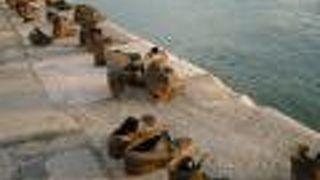 ドナウ川遊歩道の靴