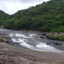 カンピレーの滝は岩床を流れる滝??