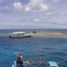 ボートからのバラス島