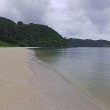 ビーチへは一番乗り、九州地方の豪雨の影響で天気は悪いです。