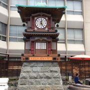 駅前にあるからくり時計