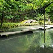 池を抱える庭園が見事