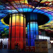 ステンドグラスの美しいドームで有名です