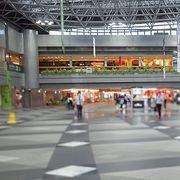 新千歳空港 営業しているけど人が少ない