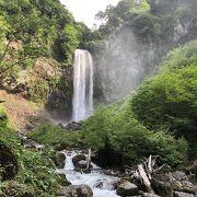 水量豊富で荘厳さが増した五月晴れの平湯大滝!