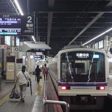 電車は泉北高速鉄道の電車