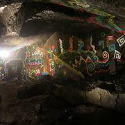 妙見温泉街近くの岩穴