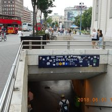 デアーク フェレンツ広場駅