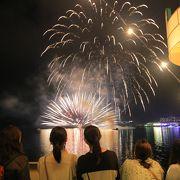 乗船して湖上から見れる花火は、一見の価値あり!