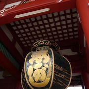 浅草寺本堂の前