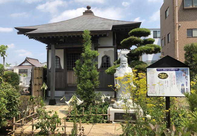 長楽寺の境内に寿老尊が祀られている