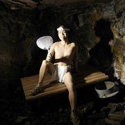 坑道に採掘の様子が再現されています。