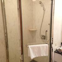 バスタブなどとは別にシャワールームも