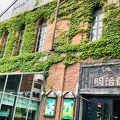 1911年(明治44年)に函館郵便局として建てられた、古い赤レンガの建物です。