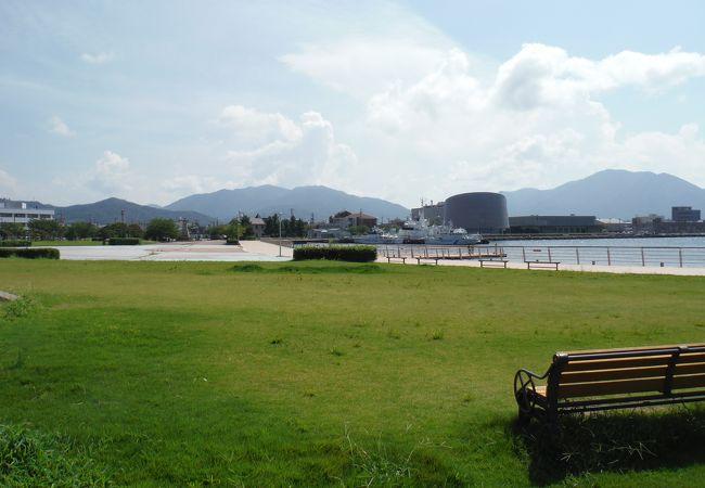 敦賀港を望む緑地