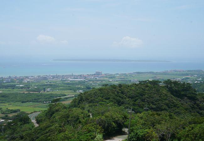 石垣市街から近し、エメラルドの海を見る展望台