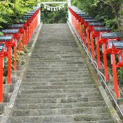 眺めの良い高台にある神社