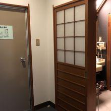 入り口ドアは、昔からのドア。