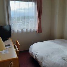 スタンダード・シングルのお部屋。ちょっと狭いな。