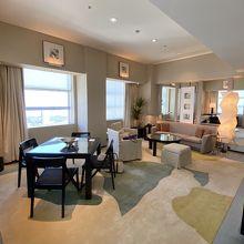 100㎡といいますが家具が大きいせいか割と普通の広さに見える