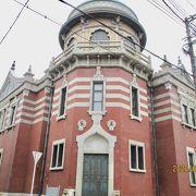 お寺の周りの変わった建物